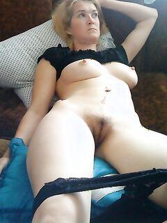 Зрелые дамочки хвастаются натуральными пышными формами - секс порно фото
