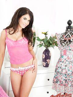 Megan Coxxx - сладкая, голая брюнетка. Смотреть фото.