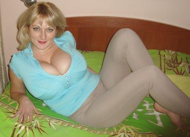Позерство девушек и хороший отсос пениса - секс порно фото