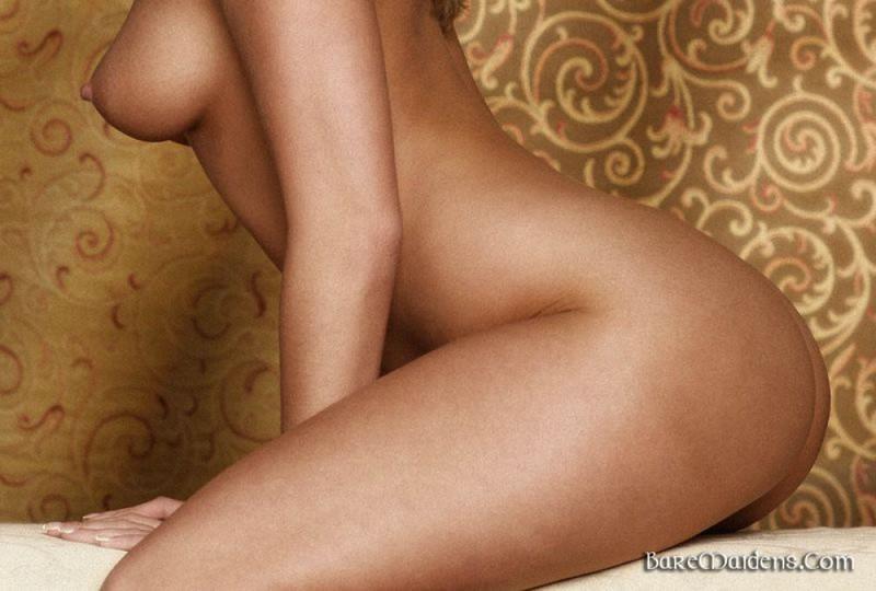 Обаятельная блондинка показывает свое роскошное тело - секс порно фото