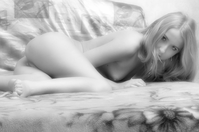 Черно-белые картинки красивой молодой девушки - секс порно фото