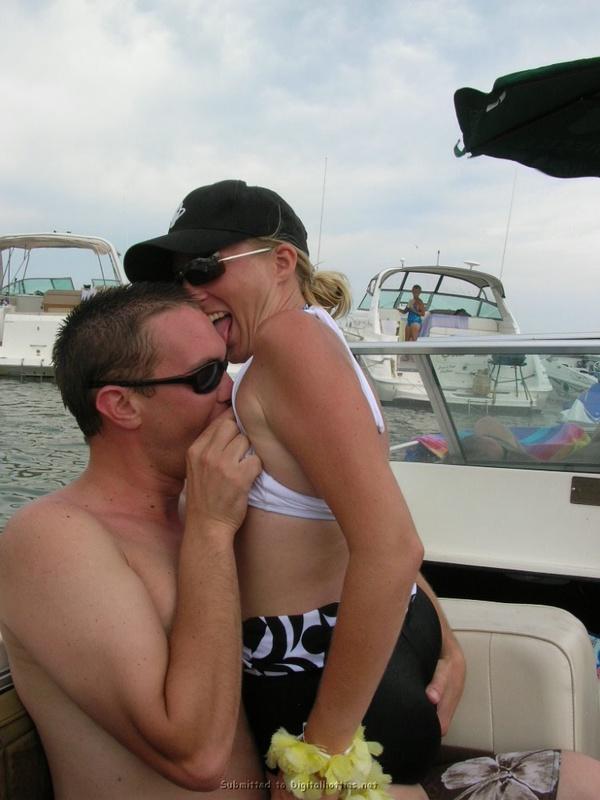 Отдых на яхтах и потрясающий секс ночью - секс порно фото