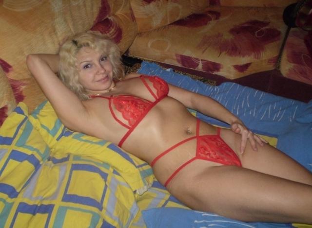 Барышня любит флиртовать в нижнем белье и без него - секс порно фото