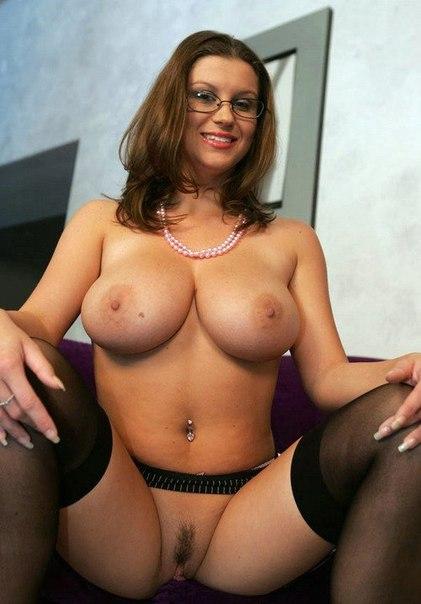 Строптивые женщины готовы двигать булками в чулках и без них - секс порно фото
