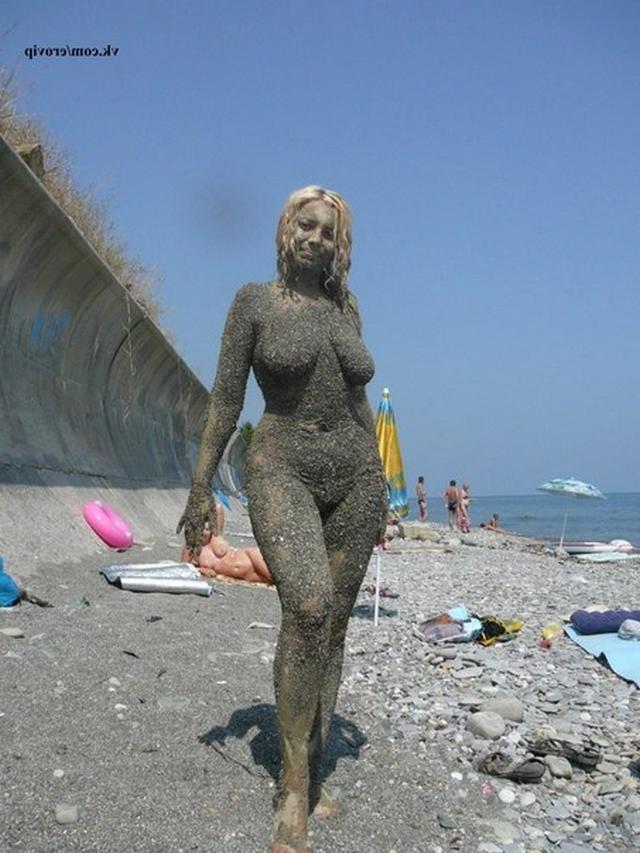 Жизнерадостная блондинка потеряла меру - секс порно фото