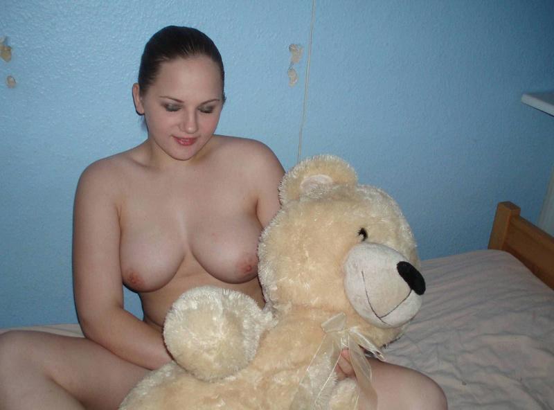 Непредсказуемая сучка дрочит клитор в перчатках - секс порно фото