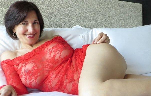 Озорные дамы не прочь раздеться перед камерой - секс порно фото