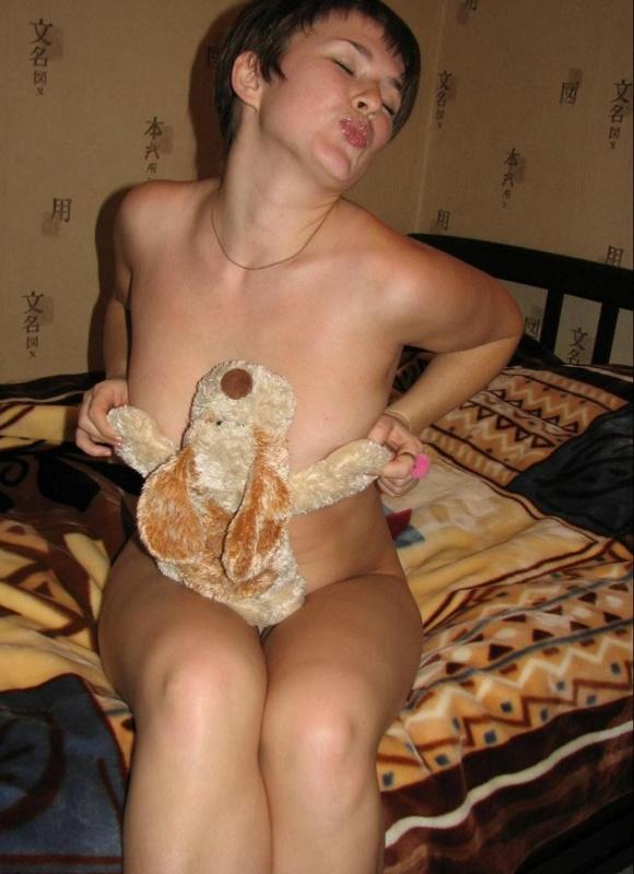 Домашнее позерство от необыкновенной девушки - секс порно фото