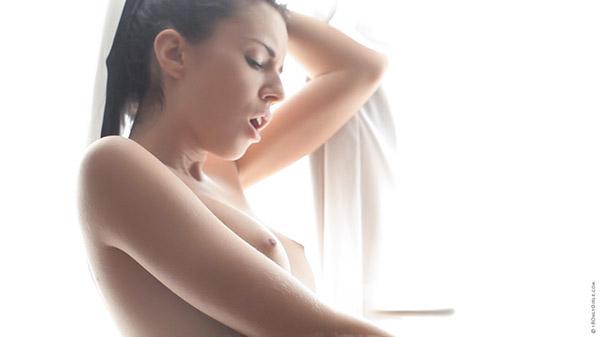 Ласковые подруги дрочат себе киски друг перед дружкой - секс порно фото