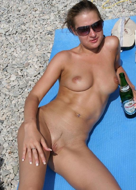 Обнаженные девчата любят загорать на солнышке - секс порно фото