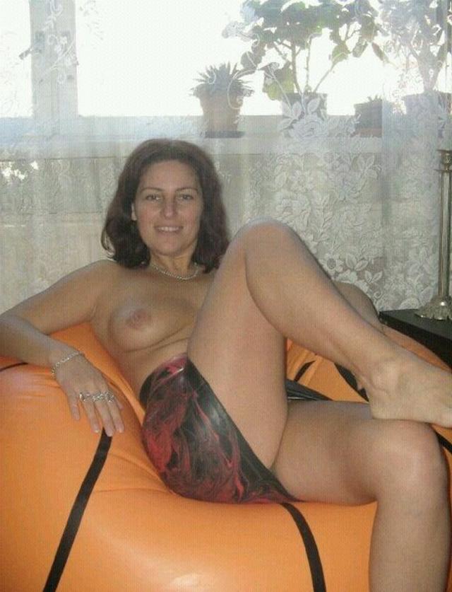 Бритые пилотки дамочек в объективе фотоаппарата - секс порно фото