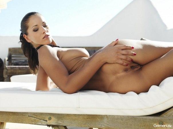 Обнажённые красотки в домашней обстановке - секс порно фото