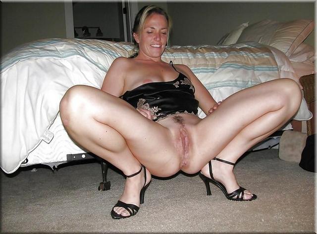 Женщины за сорок оголили свои большие дойки и киски - секс порно фото