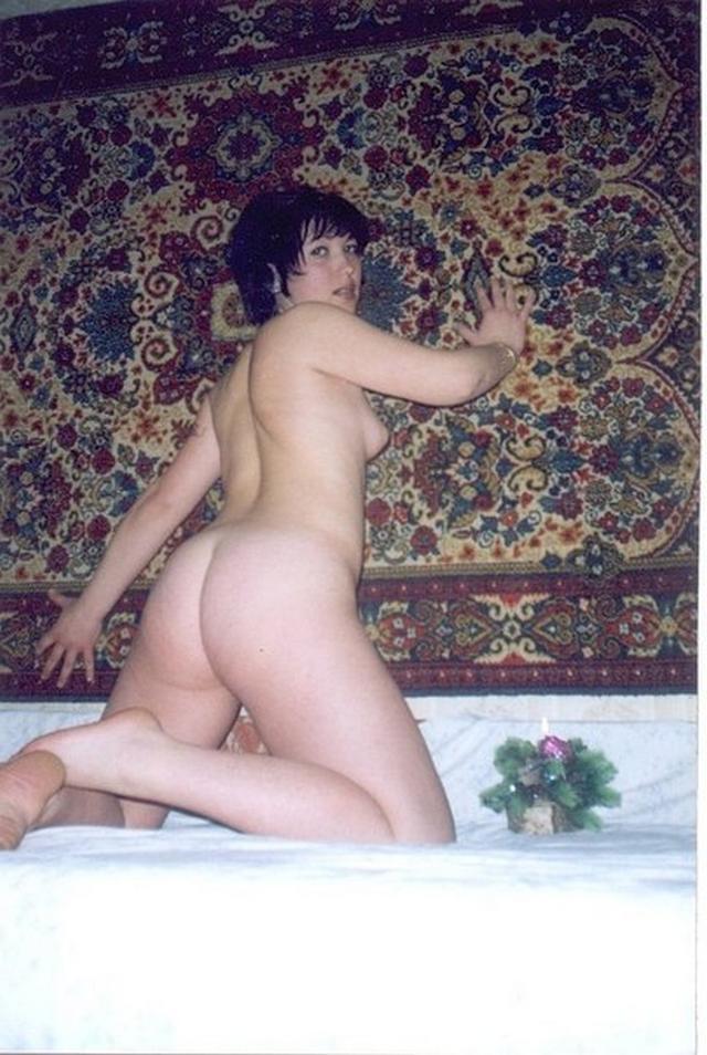 Молодые девахи обнажили свои дойки - секс порно фото