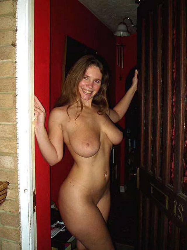 Любительницы обнажают огромные дыни и влажные киски - секс порно фото