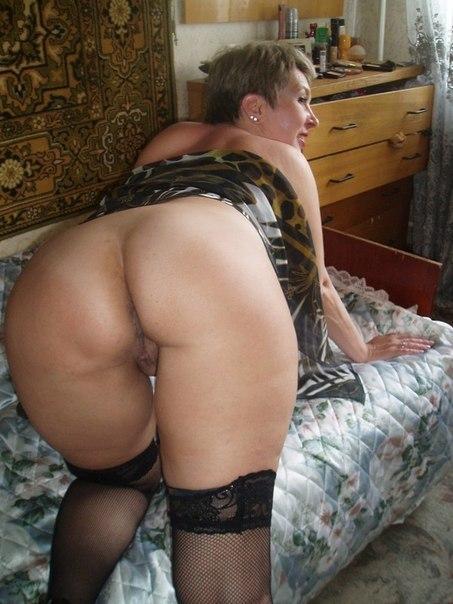 Зрелки оголили свои дойки и смачные попки - секс порно фото