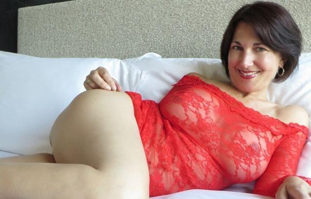 Развратные мамочки обнажают свои дыньки и киски - секс порно фото