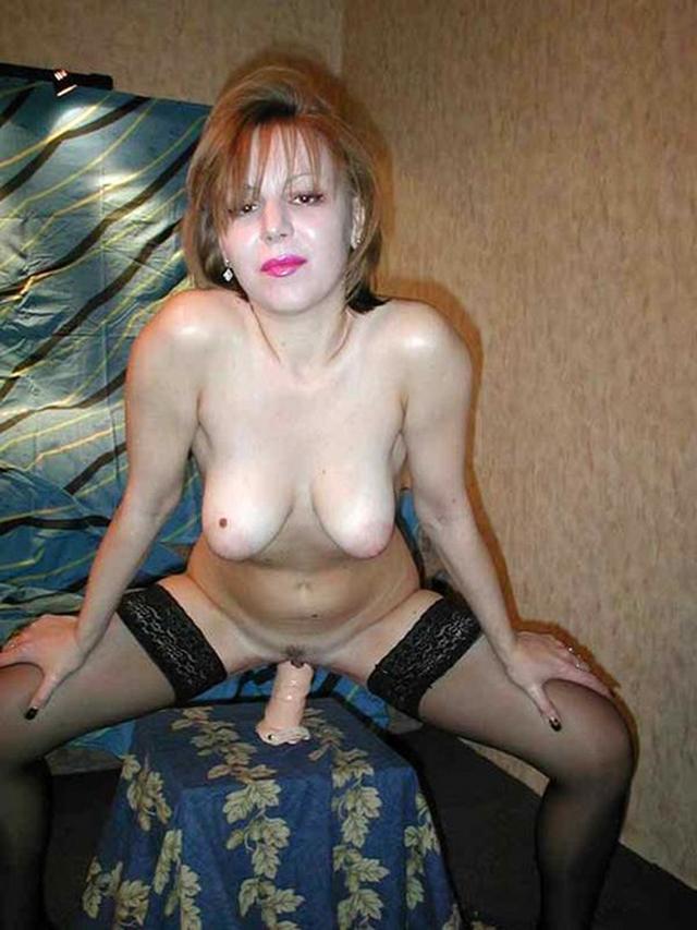 Молодые девицы делают минет перед камерой - секс порно фото