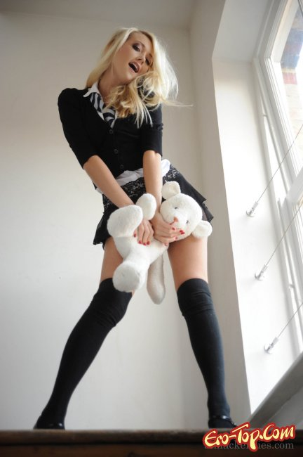 Lucy Anne Brooks - cексуальная студентка.