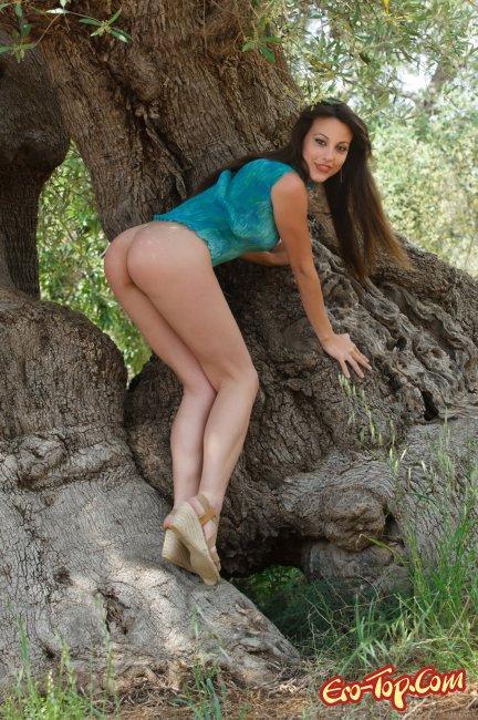 Lorena Garcia голая на природе. Фото.
