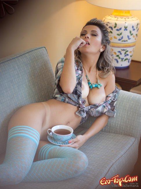 Девушка в голубых чулках  Эротика. Смотреть фото красивых голых девушек бесплатно